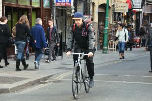 A Londra sulle ciclabili troppi ciclisti maschi e indisciplinati