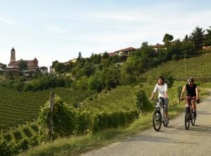 Cicloturismo nelle Langhe con le e-bike di Itaway