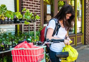 Ciclabili e ZTL fanno bene ai negozi