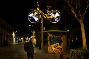 Sicurezza in bici: a Torino aumentano i ciclisti a luci spente