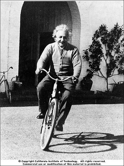 Einstein in bicicletta - storica foto