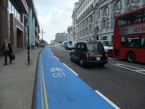 """""""Peggio delle ciclabili solo le bombe"""": anche a Londra trovi il politico che odia la bici"""