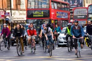 Ciclisti-automobilisti: presto a Londra il grande sorpasso delle due ruote