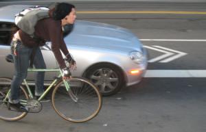 In Sud Dakota bici ferme se arriva un'auto
