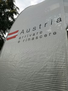 Una austro-nave a ossigeno in scalo a Milano