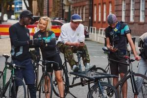 50 corrieri in bici: così Londra controlla i livelli di inquinamento