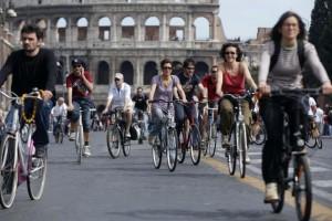 Avanti adagio l'Italia della mobilità dolce: +12,7% in dieci anni secondo l'Anci