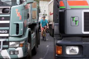 Sicurezza in bici: Londra si difende così dai mezzi pesanti
