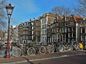 Bike sharing: nel 2017 Amsterdam ci riprova. Non uno, ma due sistemi.