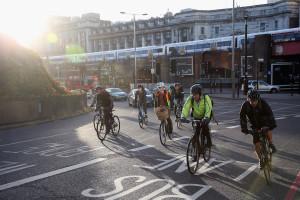 """Londra: """"auto, rispetta il ciclista!"""". Potrebbe essere un poliziotto in borghese…"""
