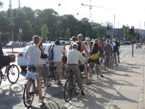 Traffico sulle ciclabili: Copenaghen installa monitor che indicano la strada più veloce