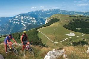Golosabici: mountain bike per intenditori tra le malghe e i panorami del Baldo
