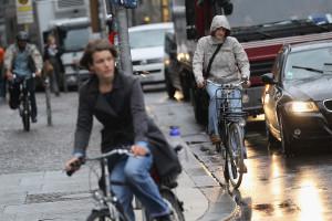 In Gran Bretagna obbligo di ciclabile per chi pedala. Così crede la maggioranza al volante