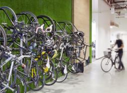 Bike to work: docce, parcheggi e spogliatoi convincerebbero i lavoratori inglesi