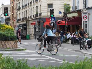 Parigi a 30 all'ora. Verso il limite l'85% delle strade. E cresce il 'senso unico eccetto bici'.