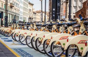 A Milano il bike sharing alleato dell'intermodalità. E il 76% degli utenti vorrebbe le cargo