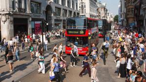 """Basta ciclisti su Oxford Street. La protesta è una bici che """"srotola"""" ciclabili"""