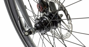 Accessori bici: grande efficienza e (quasi) nessun attrito per la dinamo nel mozzo