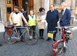 Dalla Camera al Senato: una bicistaffetta consegna a Palazzo Madama la Legge quadro sulla mobilità ciclistica