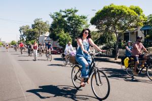 Obbligo di casco, l'Australia protesta: corteo in bicicletta contro le maximulte