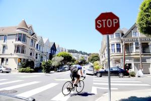 Svolta a destra con il rosso e niente stop: Montreal pensa a un codice per ciclisti