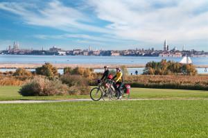 Viaggiare in bici con Adria Bikes Hotel tra Laguna e fiumi della Venezia Orientale