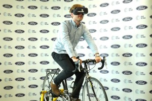 Share the road: Ford usa la realtà virtuale e mette l'automobilista nei panni del ciclista