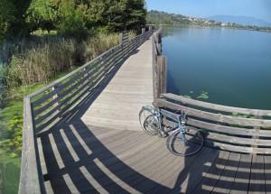 5 ciclabili da non perdere attorno ai laghi italiani