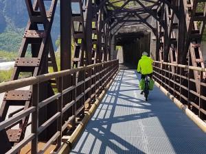 5 ferrovie dismesse da gustare in bicicletta, dietro casa e dall'altra parte del mondo
