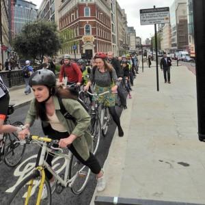 La sicurezza è nel numero dei ciclisti.