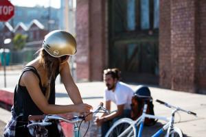 Obbligo di casco per tutti: la Lega ci vuole fuori dall'Europa