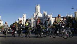 Svolta a destra con il rosso, parcheggi, doppio senso: Madrid spinge sulla ciclabilità