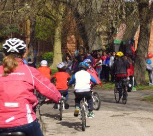 Bike to school: una scuola inglese vuole la targa obbligatoria
