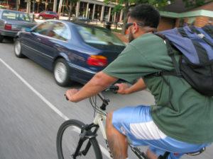Ciclisti al volante: per le assicurazioni sono più affidabili e prudenti
