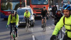 A Londra vogliono più ciclisti e pedoni: mobilità attiva all'80% entro il 2041