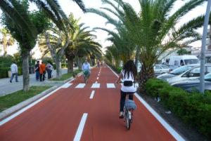 Mobilità ciclabile, qualcosa si muove: nei Comuni più piste, più bike sharing, più posti sui mezzi pubblici