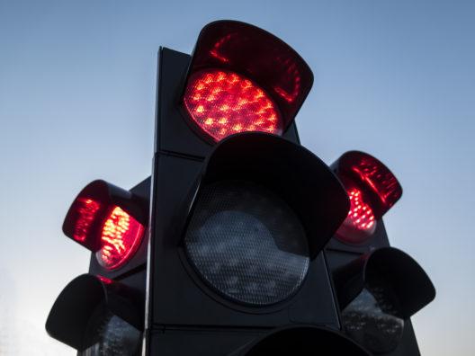 Codice della strada: la Svizzera ci prova, svolta a destra con il rosso per le bici