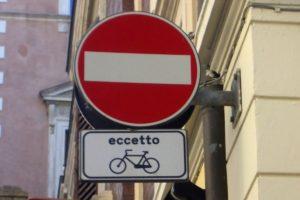 Senso unico eccetto bici in dirittura. Battesimo per la sede Fiab di Roma