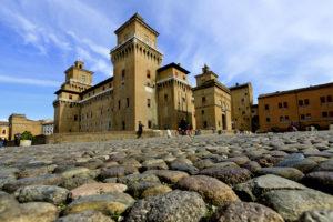 In bici a Ferrara e provincia: viaggio tra terra e acqua, civiltà e natura