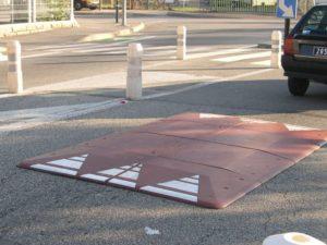 Torino installa i cuscini berlinesi, i dossi che rallentano soltanto le automobili