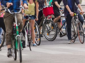 """Docce e spogliatoi obbligatori: il """"sì"""" di Trento al bike to work nelle aziende"""