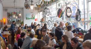 10 bike café da non farsi scappare in giro per il mondo