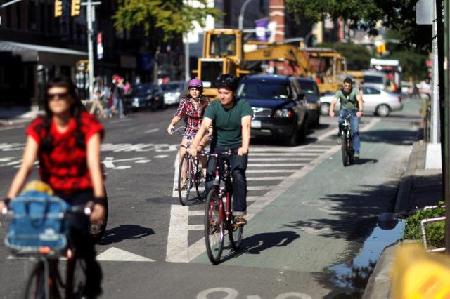 Casco e patente obbligatori a New York per le bici