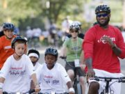 LeBron James in bici