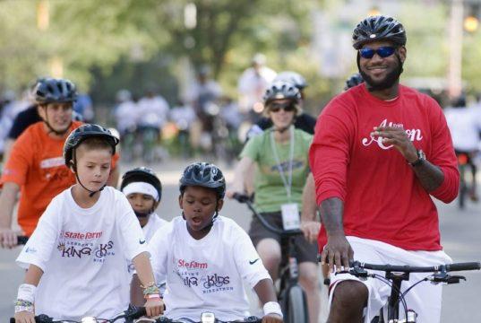 LeBron James in bici