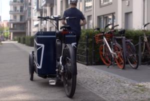 La cargo bike smart che accompagna il corriere dell'e-commerce