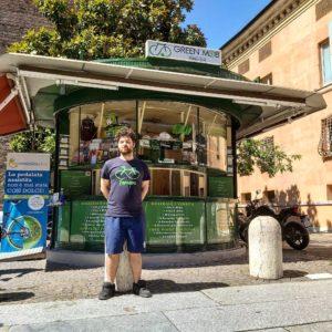 A Ferrara, dove la vecchia edicola diventa il chiosco dell'e-bike sharing