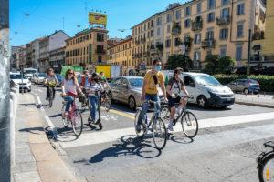 Le corsie ciclabili non piacciono al Codacons: esposto contro il Comune di Milano