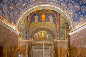 8 marzo, a Ravenna dura tutto l'anno. Un itinerario tematico in bicicletta