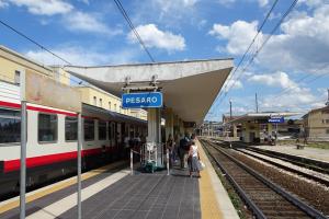 Pesaro, la casa delle bici nell'ex deposito delle locomotive